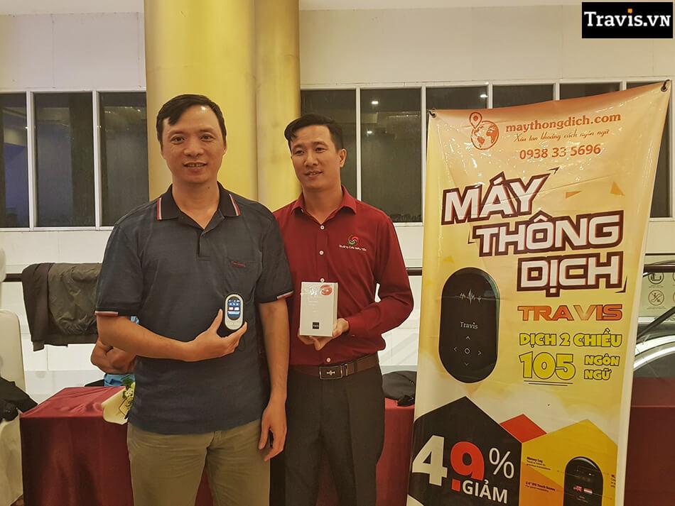 CEO của Anker Việt Nam trải nghiệm máy phiên dịch Travis
